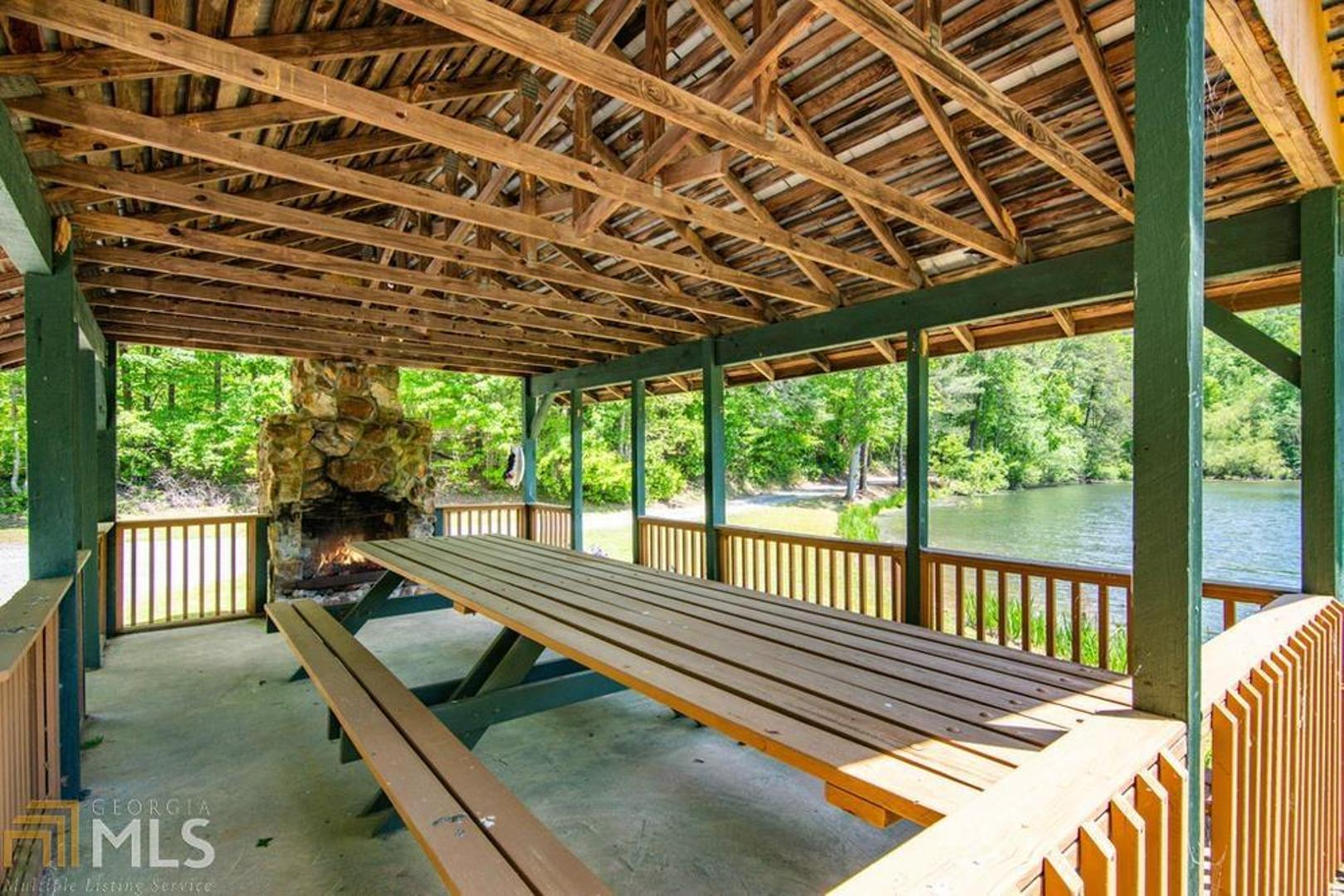 View Slide 12 for listing 8990585