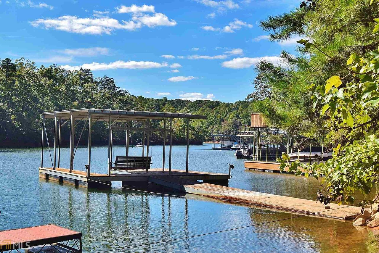 View Slide 0 for listing 8463198