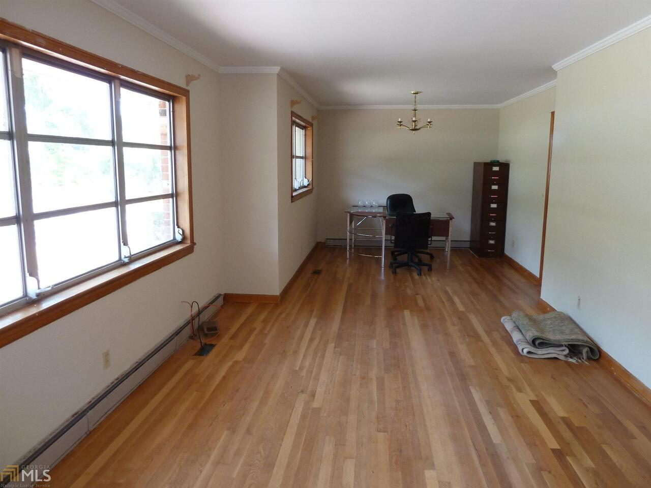View Slide 14 for listing 8752726