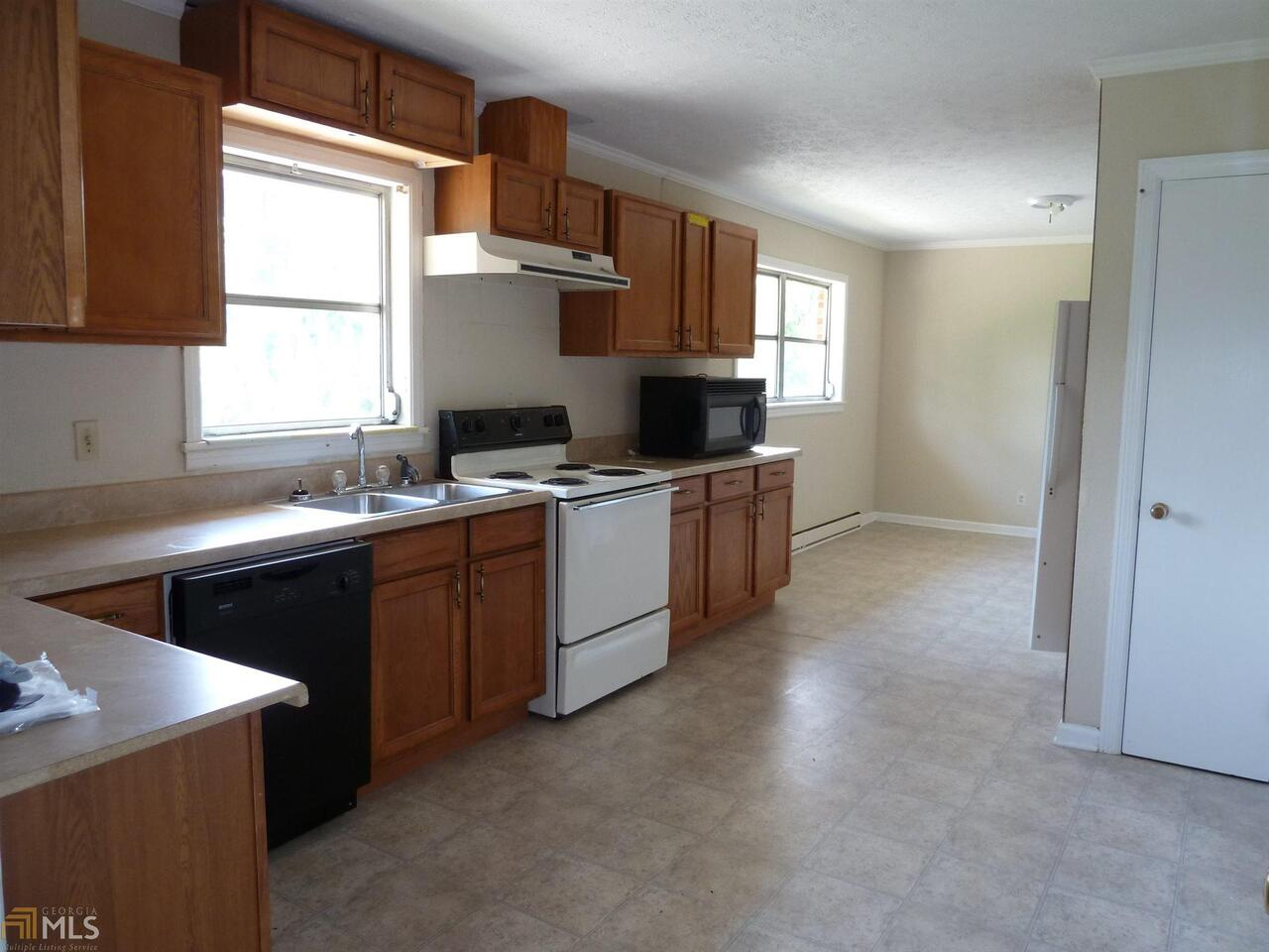 View Slide 17 for listing 8752726