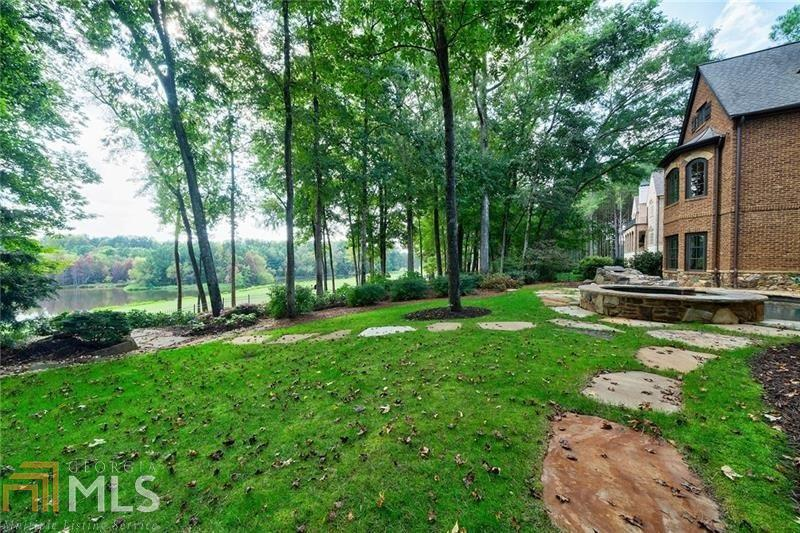 View Slide 2 for listing 8861306
