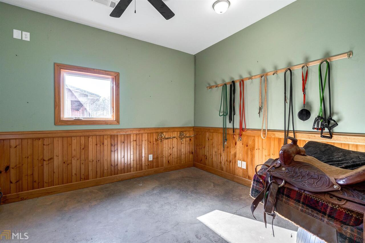 View Slide 33 for listing 8940402