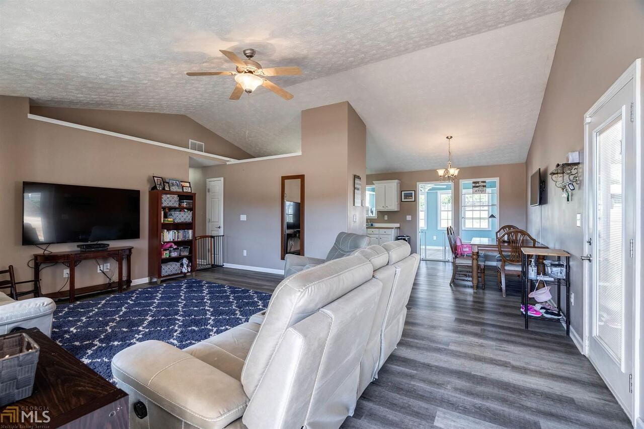View Slide 45 for listing 8940402