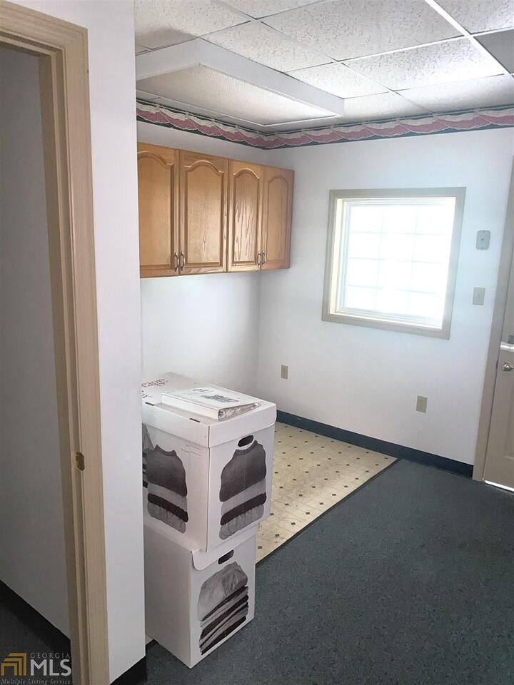 View Slide 25 for listing 8972402