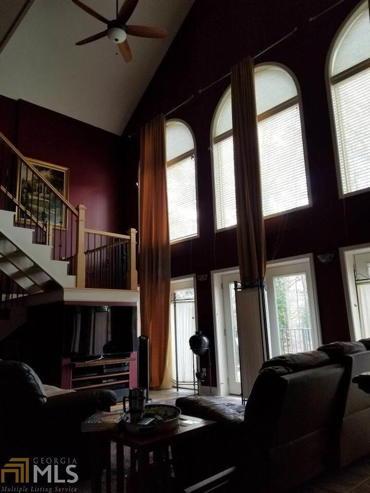 View Slide 3 for listing 8975132