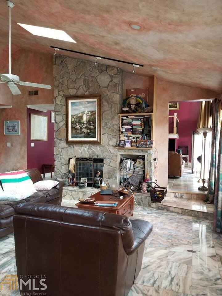 View Slide 8 for listing 8975132