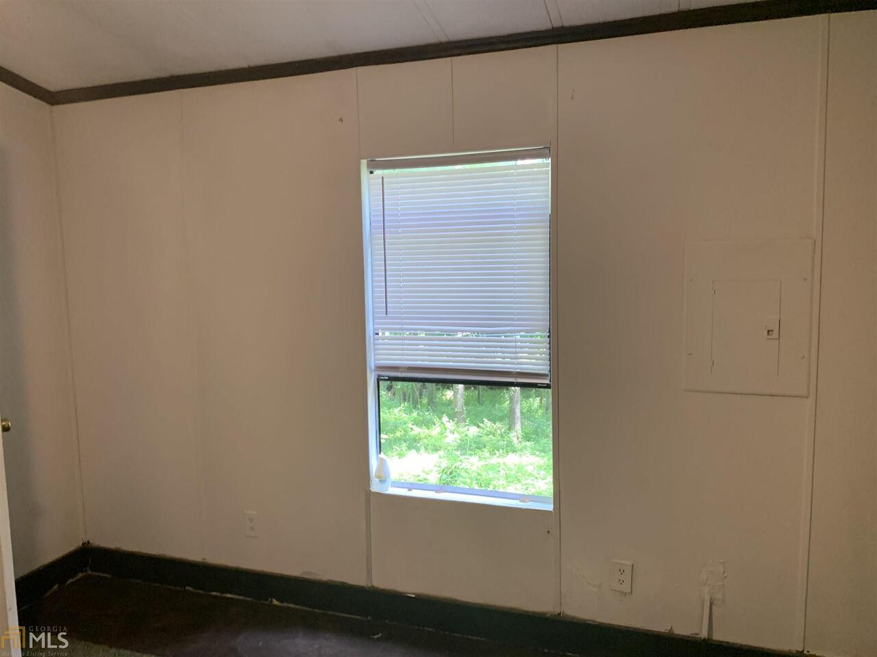 View Slide 12 for listing 8991506