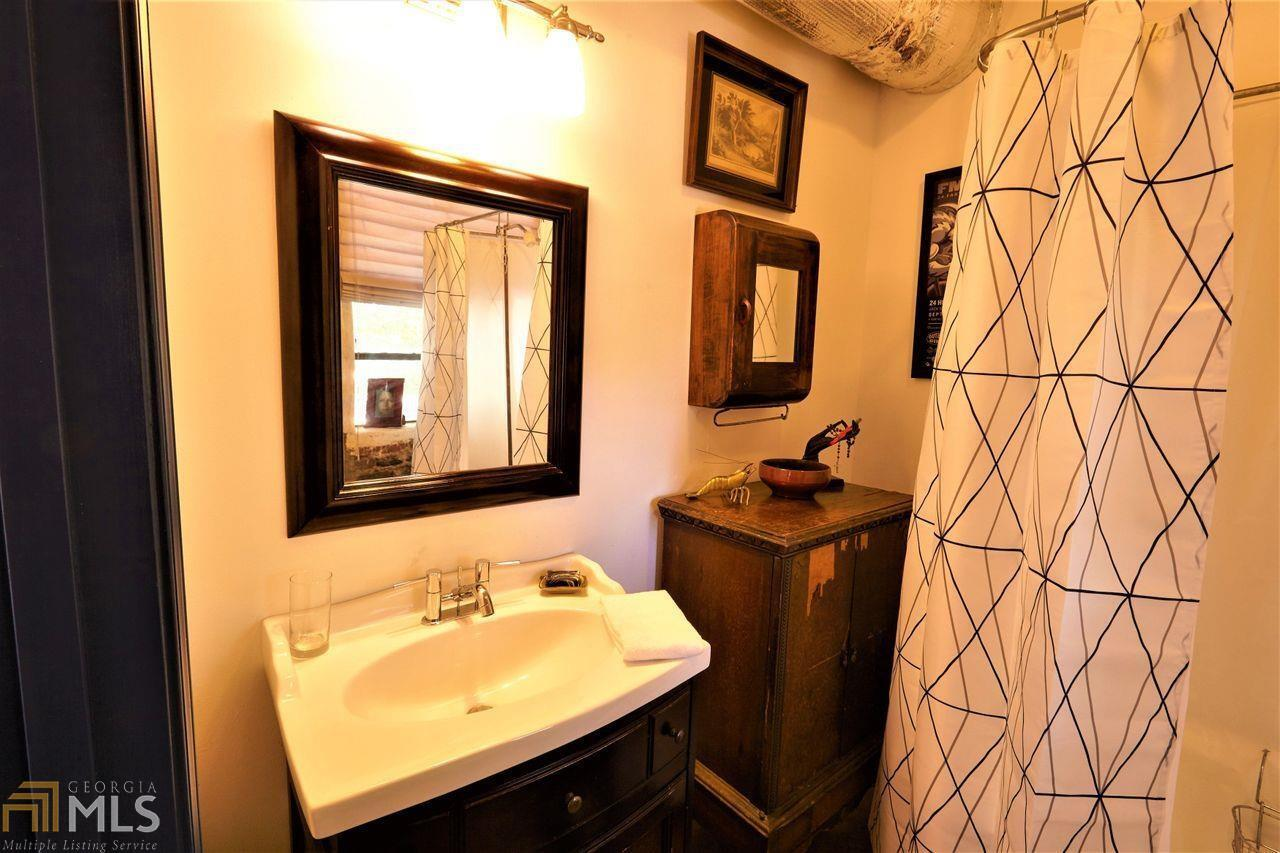 View Slide 12 for listing 8993174