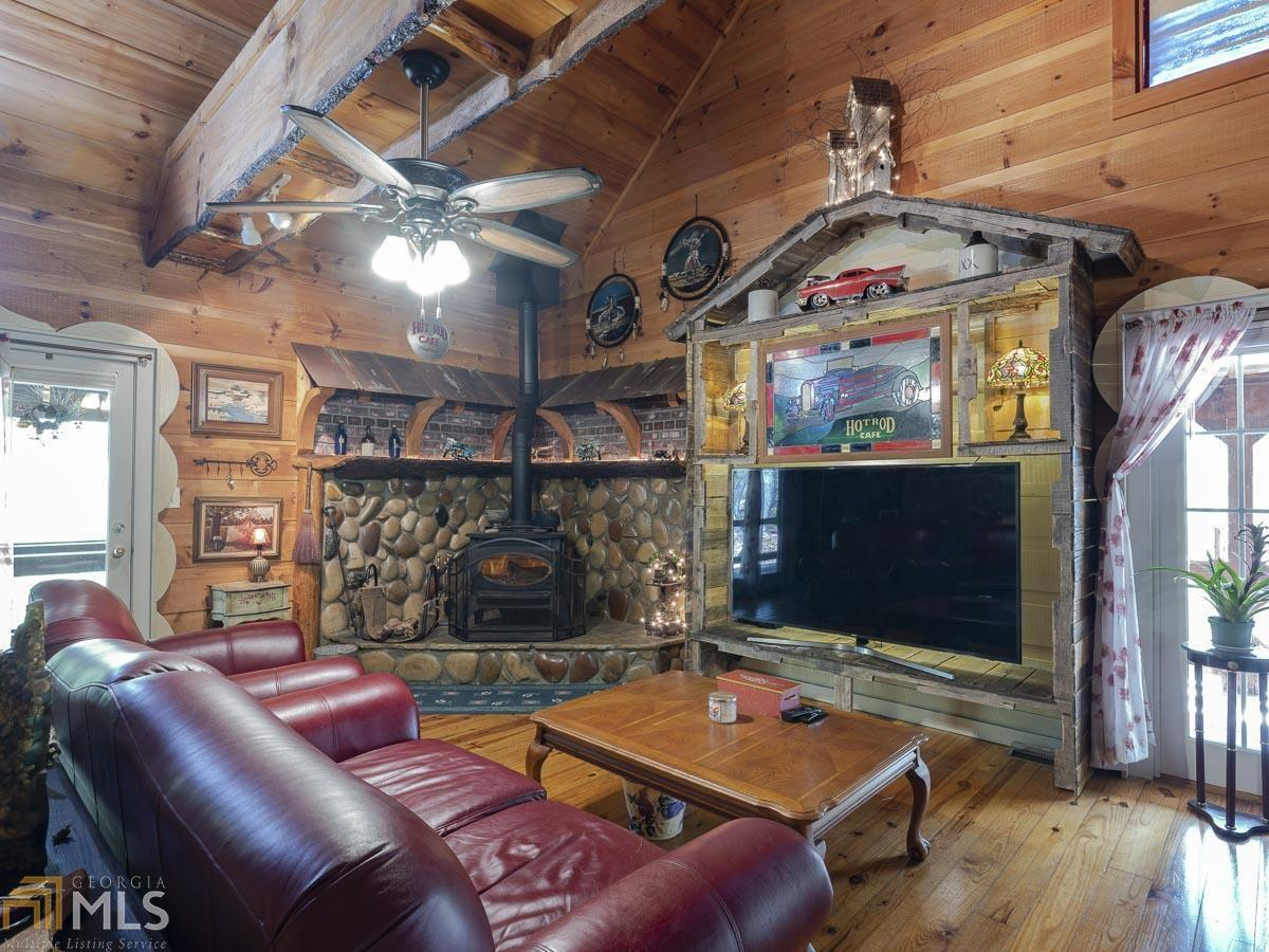 View Slide 62 for listing 8992323