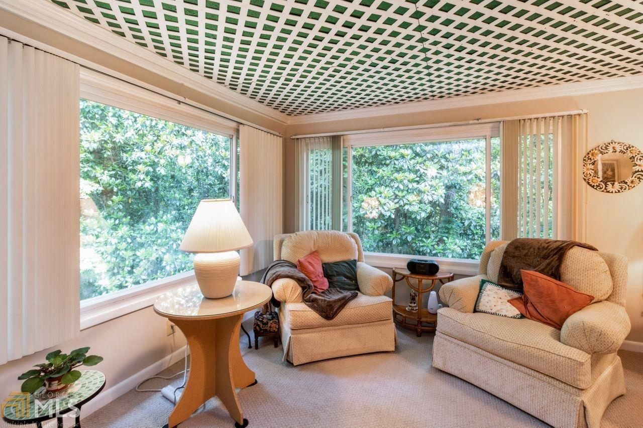 View Slide 18 for listing 8984650