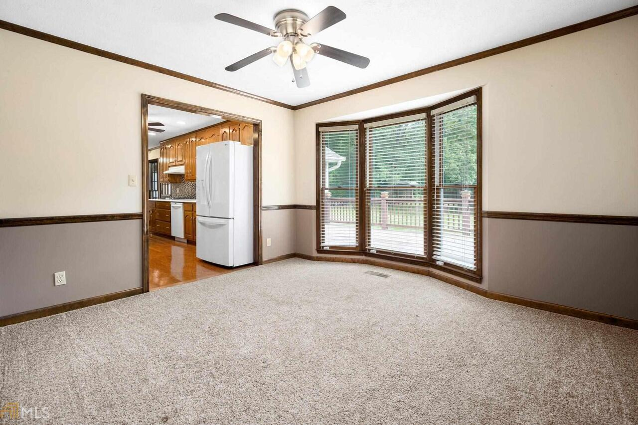 View Slide 36 for listing 8995647