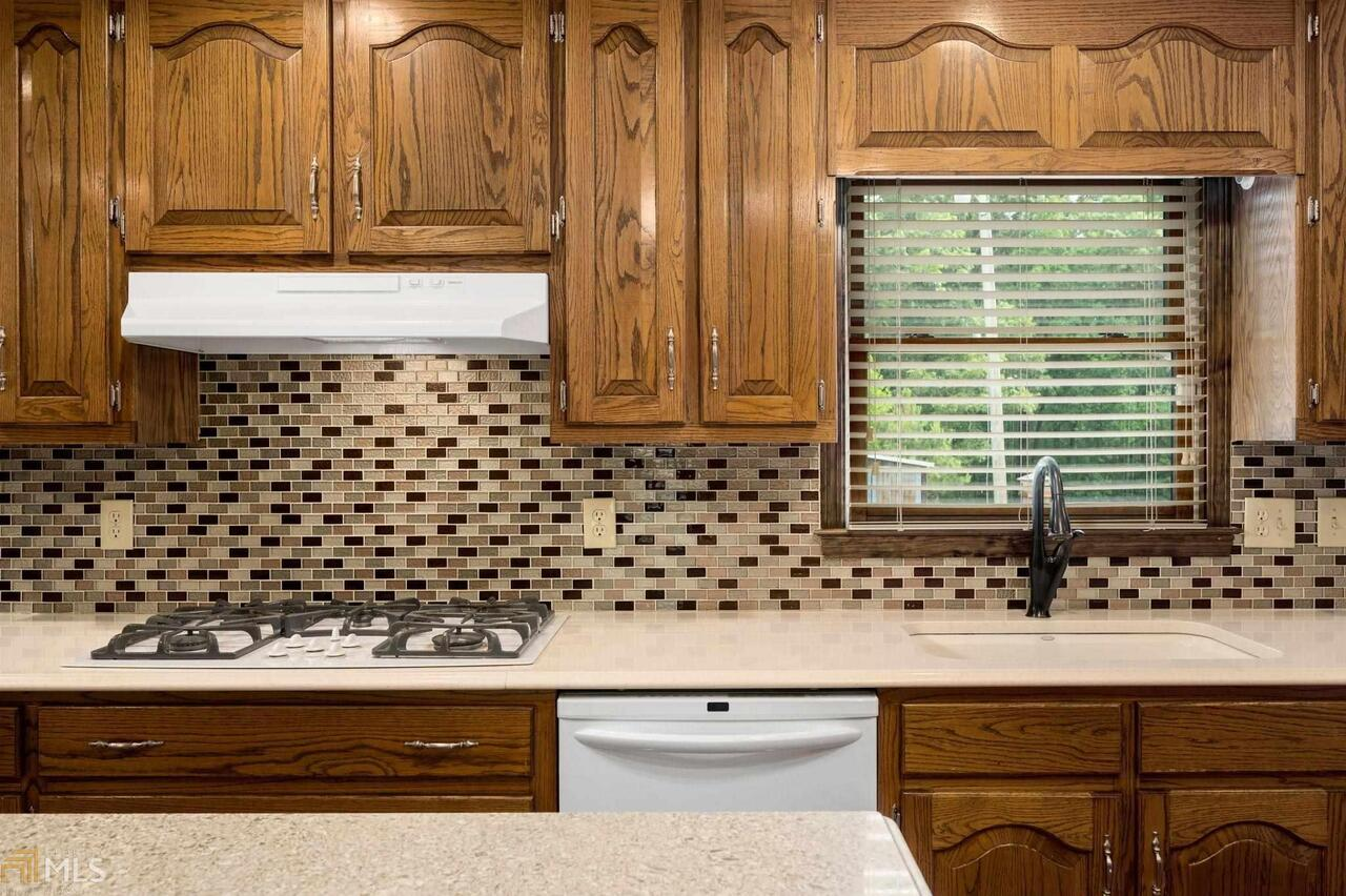 View Slide 40 for listing 8995647