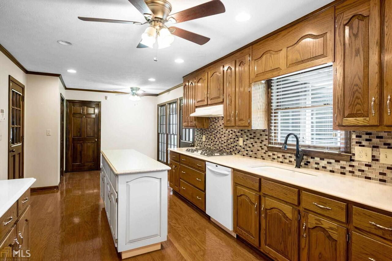 View Slide 42 for listing 8995647