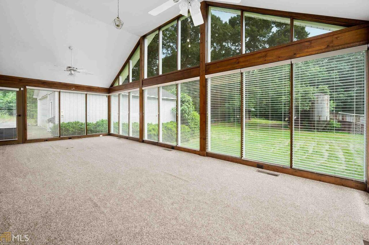 View Slide 43 for listing 8995647