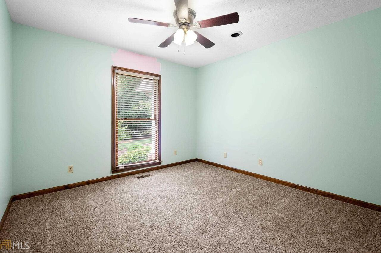 View Slide 47 for listing 8995647
