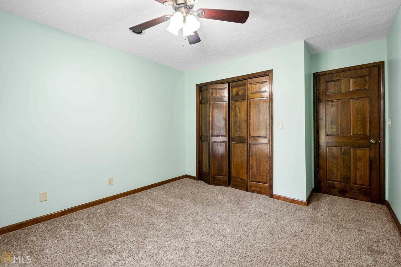 View Slide 48 for listing 8995647