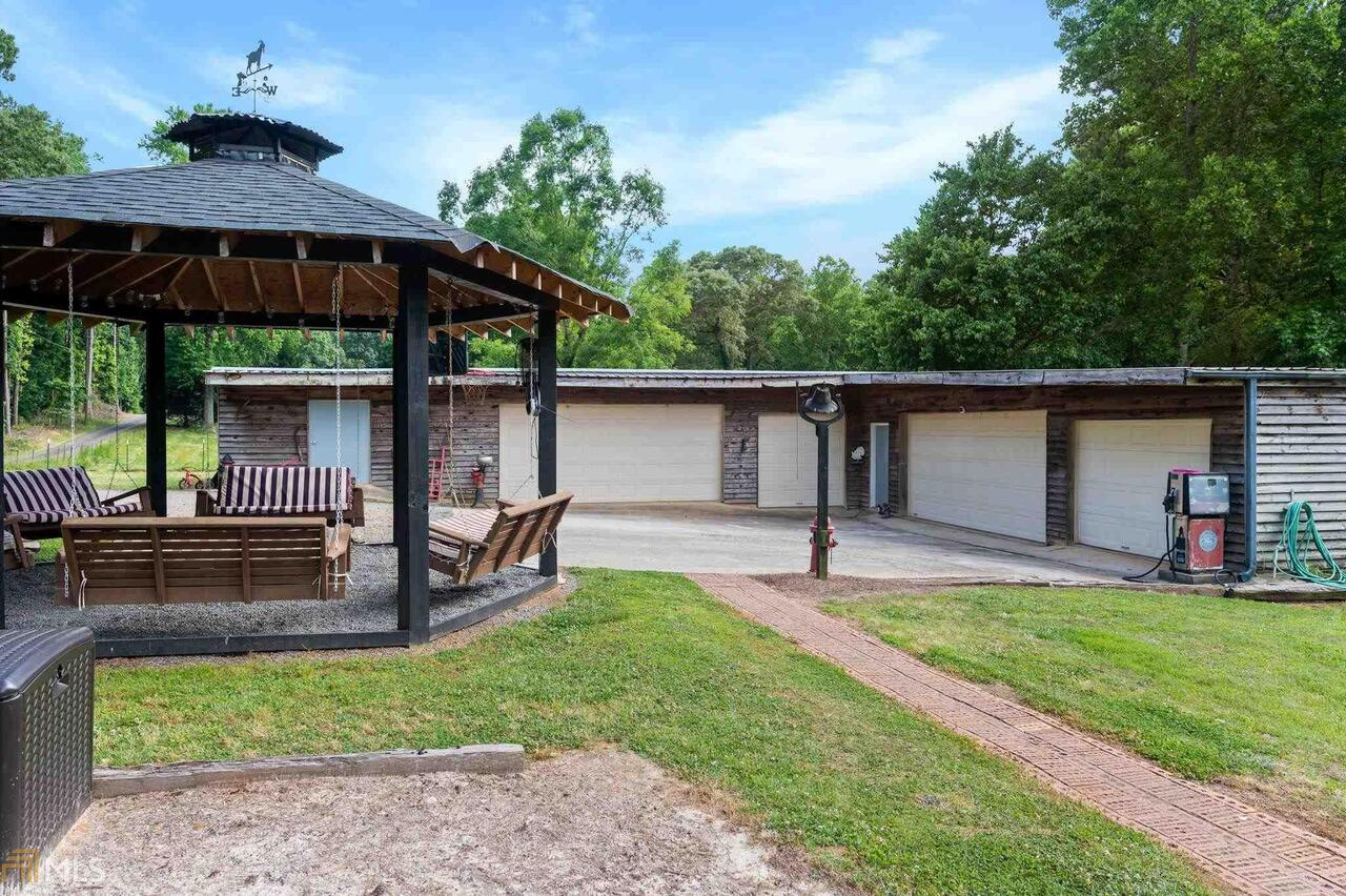 View Slide 4 for listing 8995647