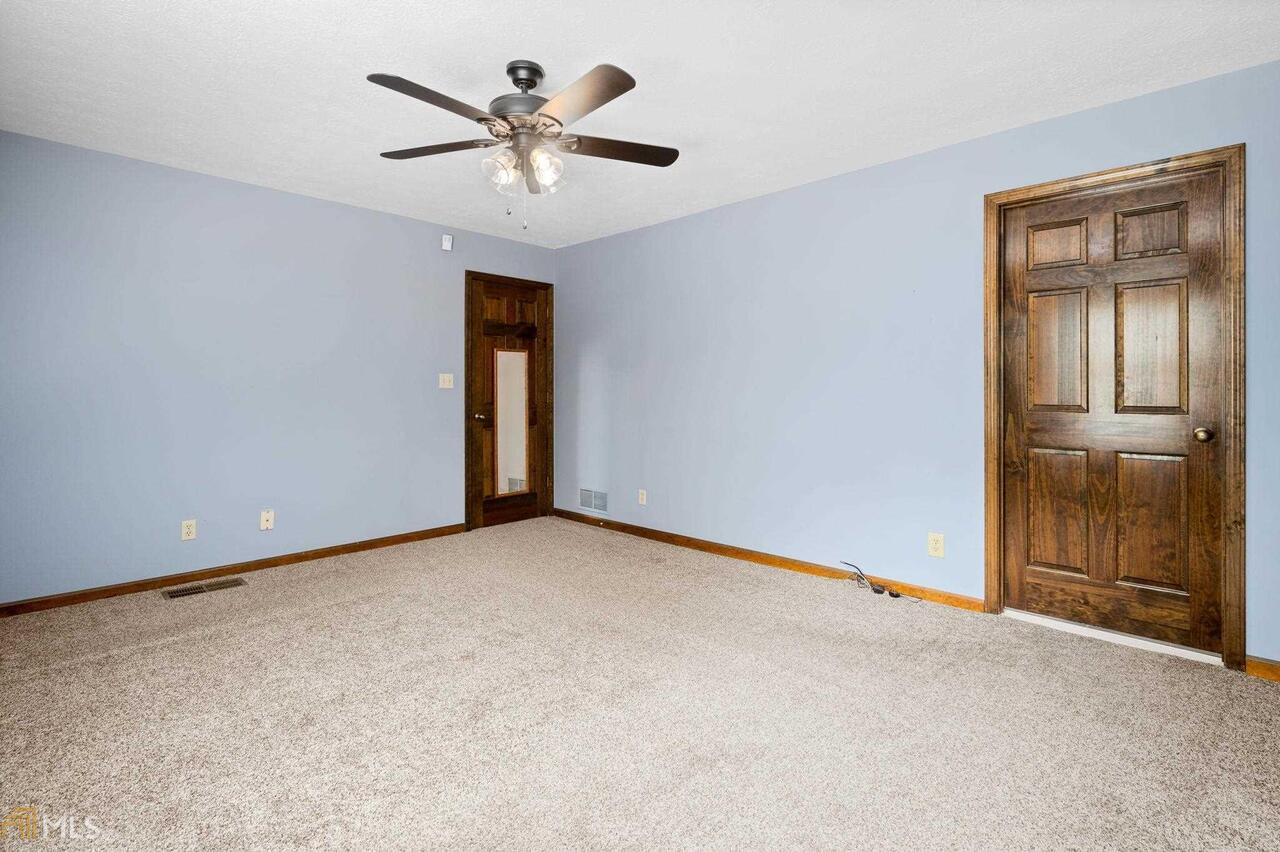 View Slide 52 for listing 8995647