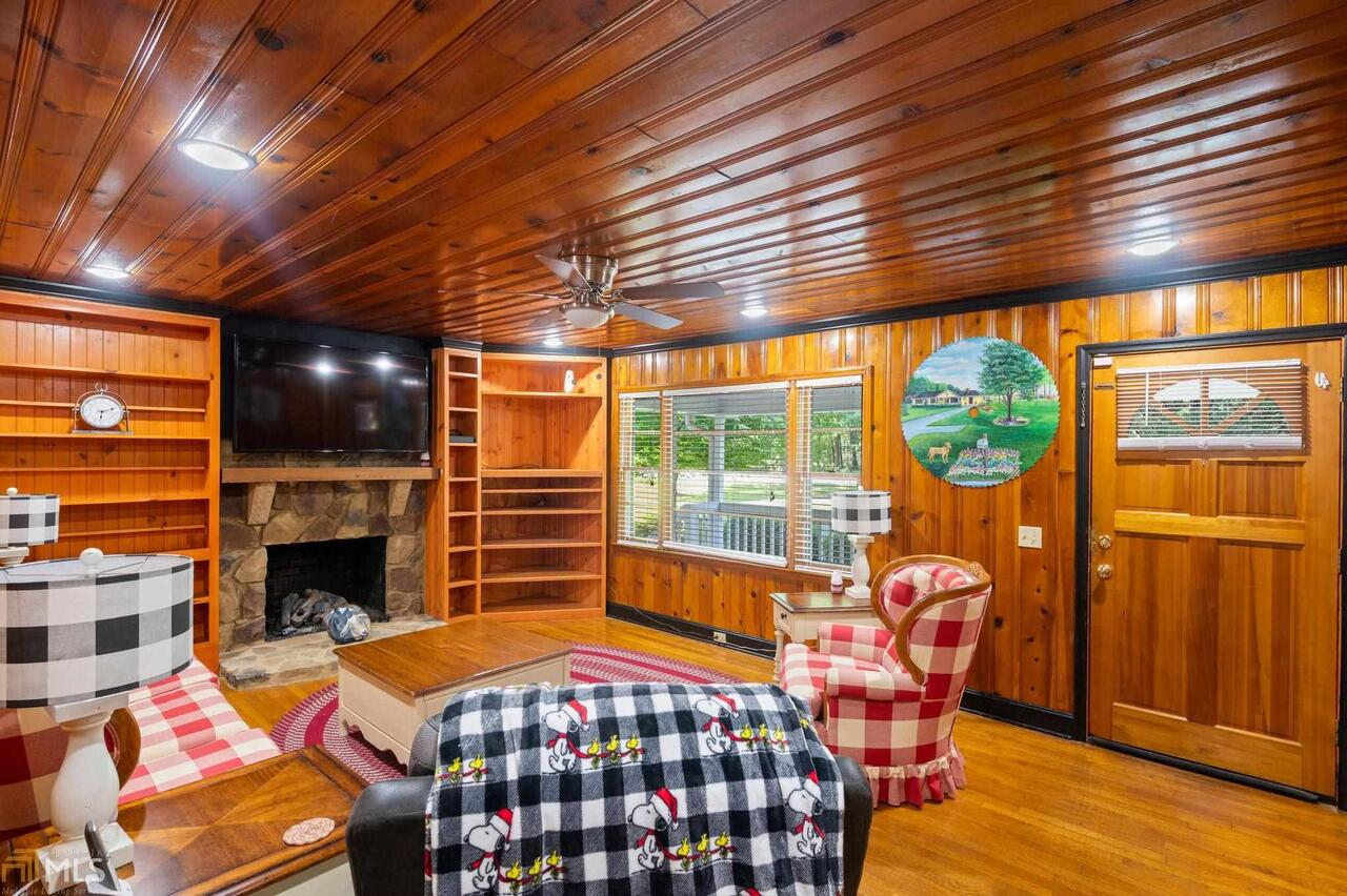View Slide 80 for listing 8995647