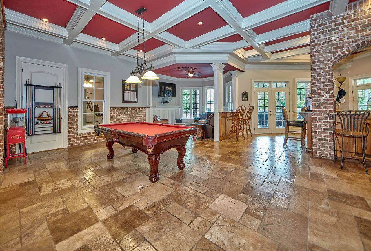 View Slide 60 for listing 8996669