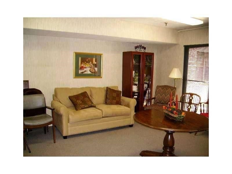 View Slide 7 for listing 9002289