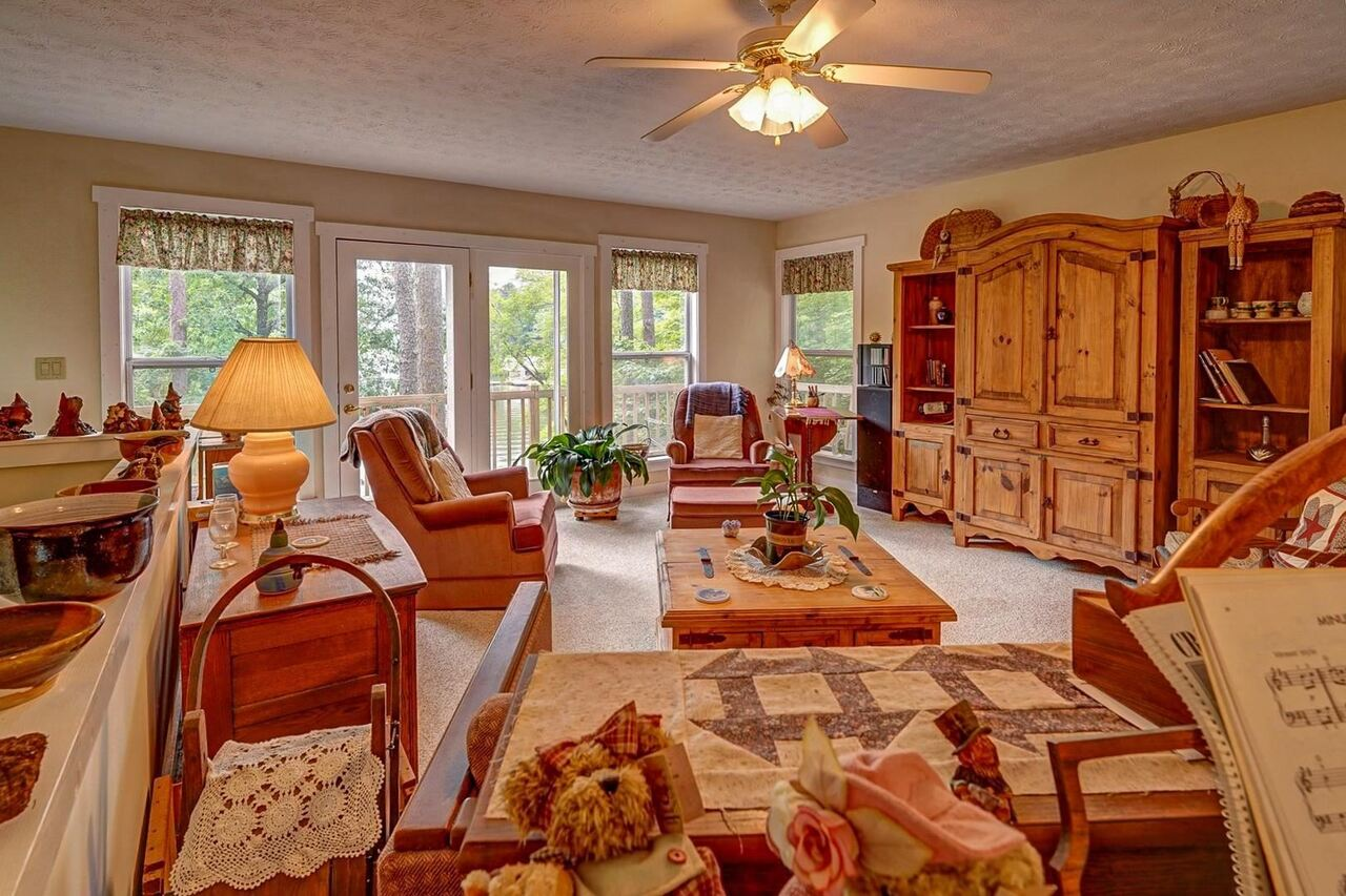 View Slide 36 for listing 8991259