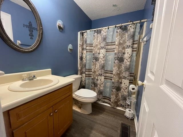 View Slide 12 for listing 9008997