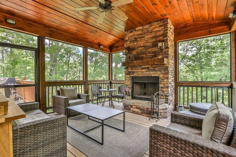 View Slide 29 for listing 9009731