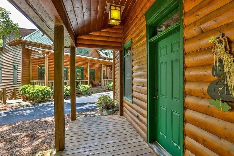 View Slide 46 for listing 9009731