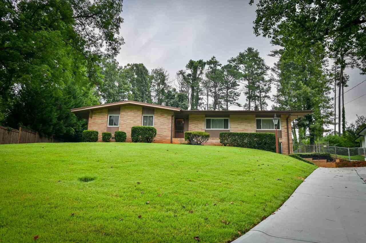 2048 Fairwood Ln, Atlanta GA 30345