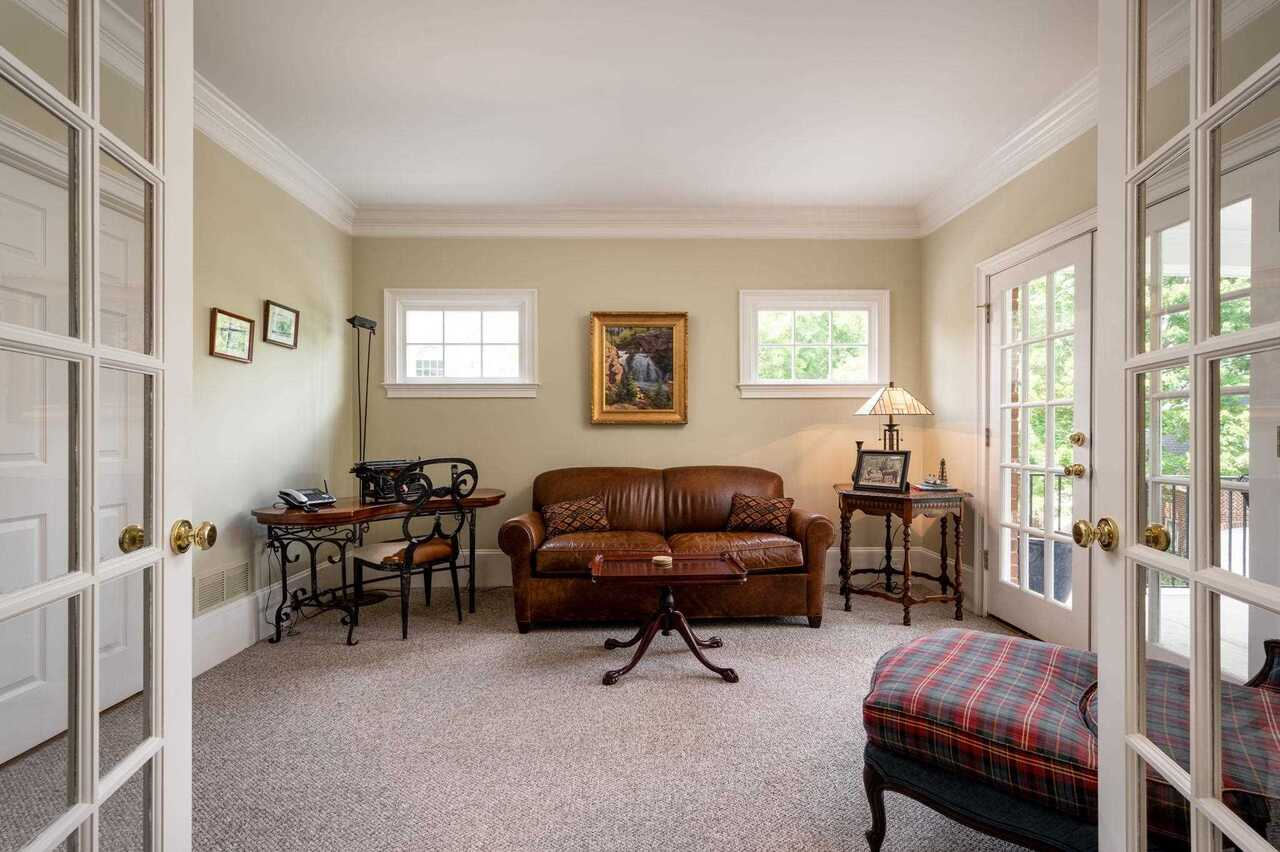 View Slide 15 for listing 8990761