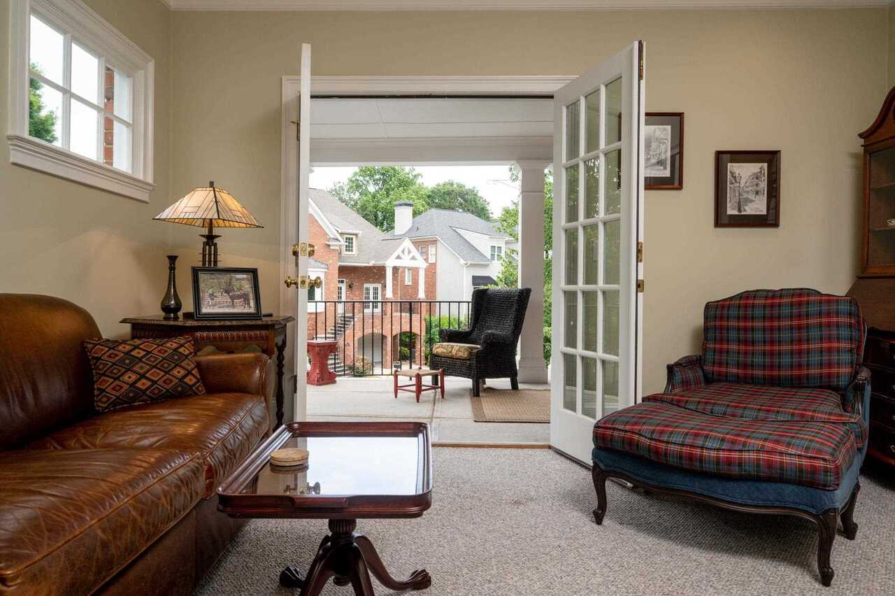 View Slide 16 for listing 8990761