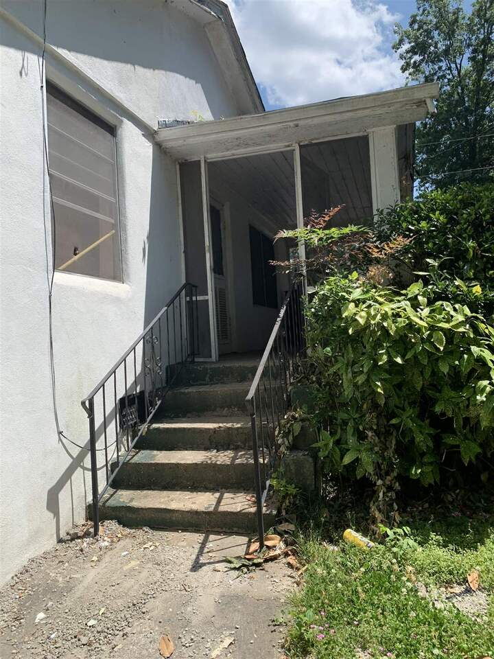 View Slide 27 for listing 8986700