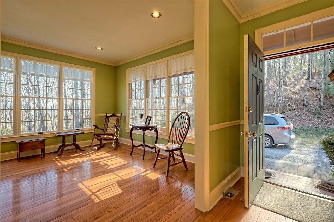 View Slide 16 for listing 8955977