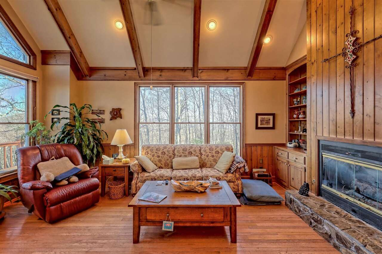 View Slide 17 for listing 8955977