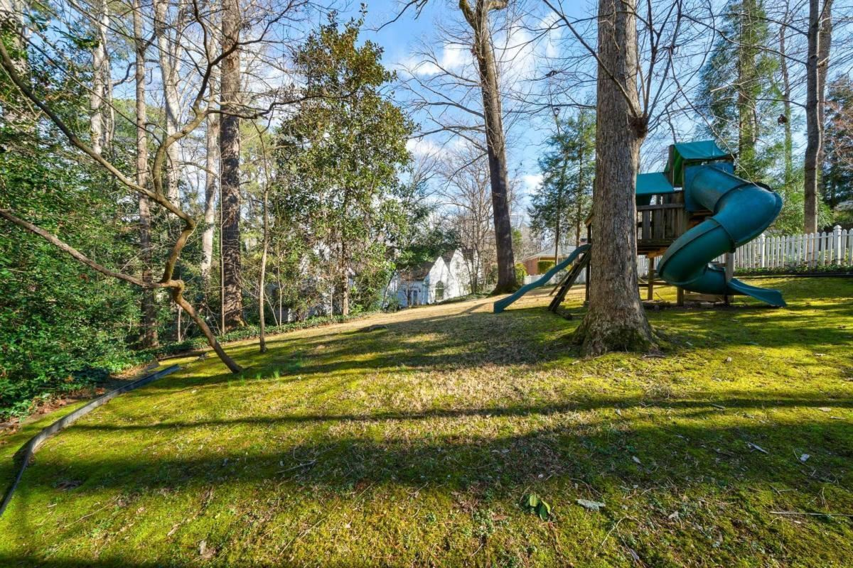 View Slide 18 for listing 9015578