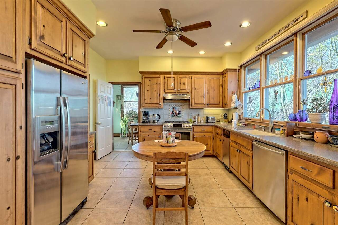 View Slide 28 for listing 8955977