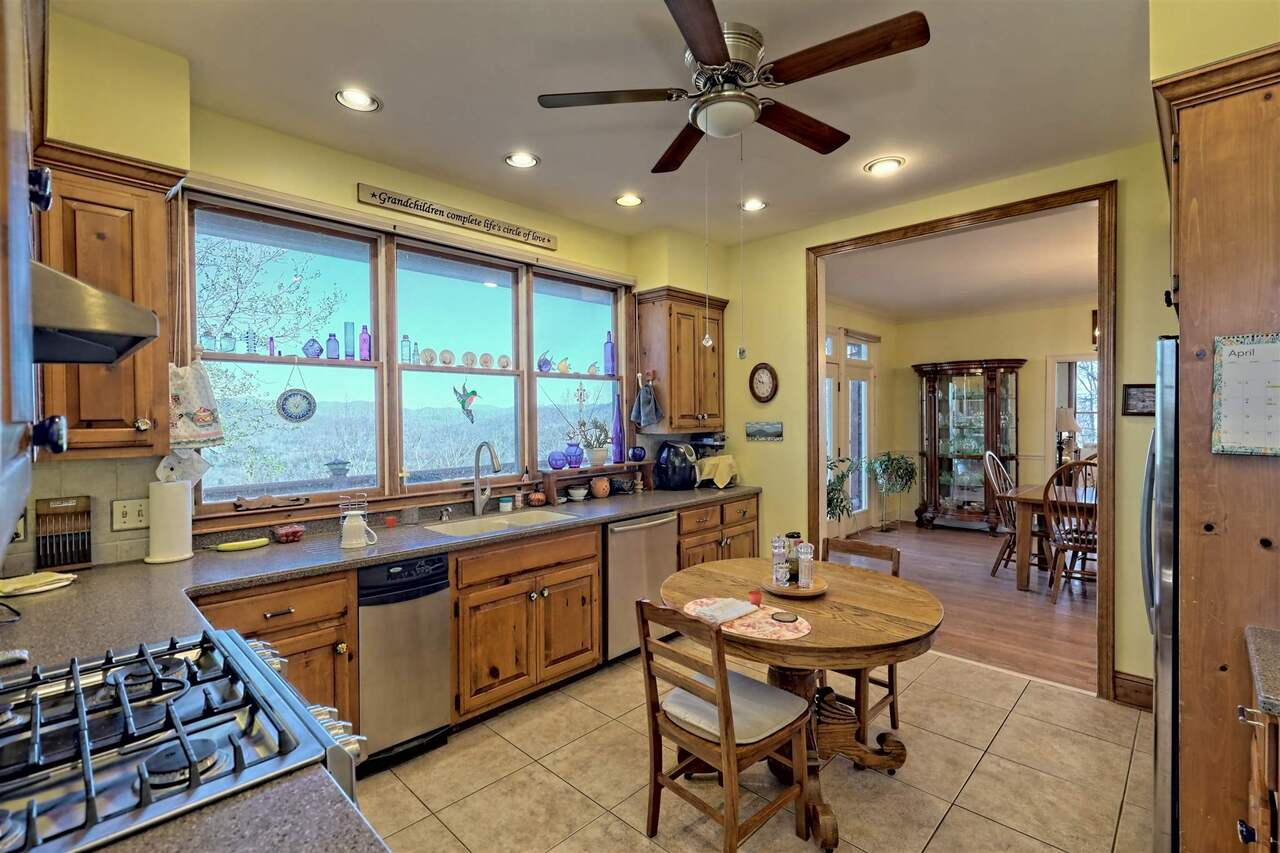 View Slide 32 for listing 8955977