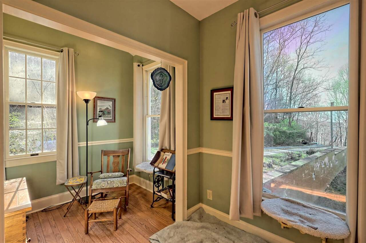 View Slide 40 for listing 8955977