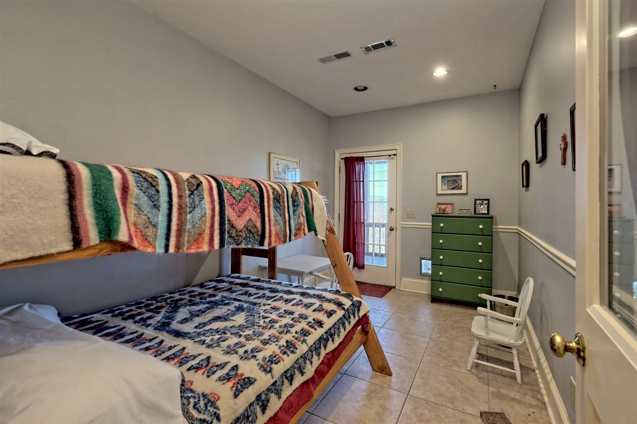 View Slide 59 for listing 8955977