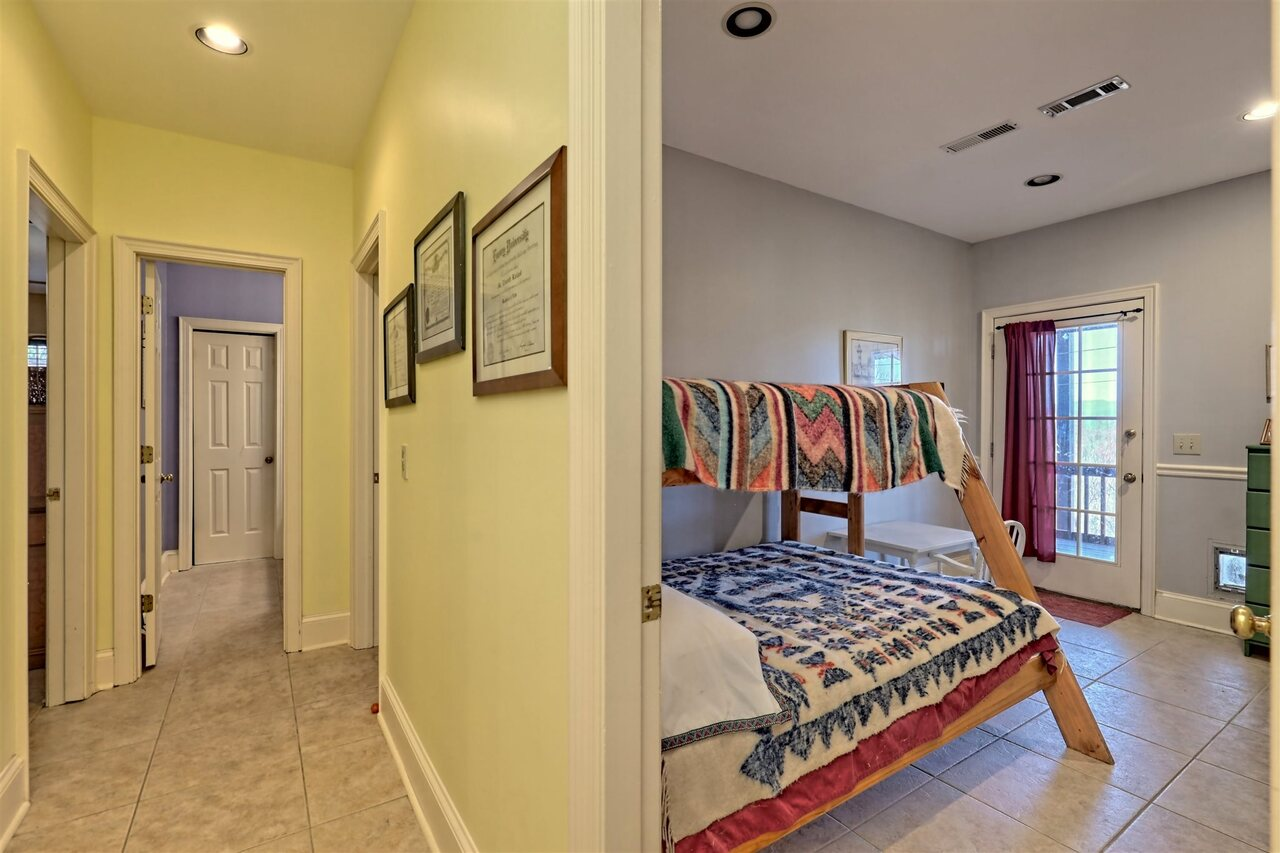 View Slide 63 for listing 8955977