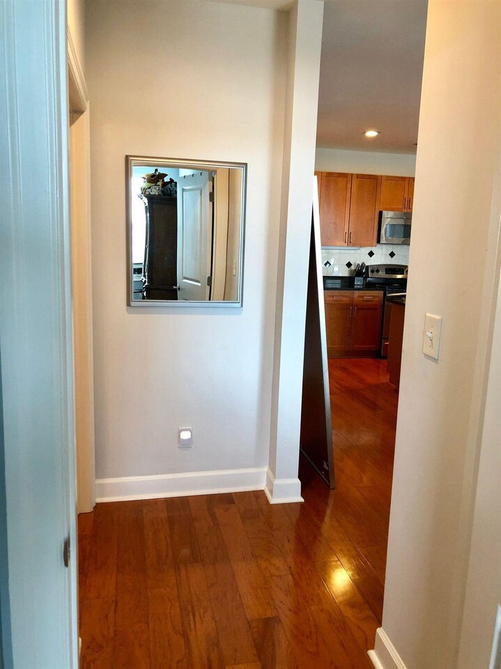 View Slide 9 for listing 9017408