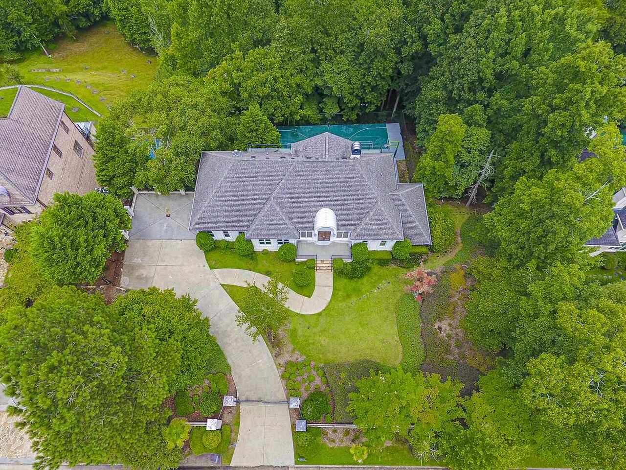 View Slide 43 for listing 9018792