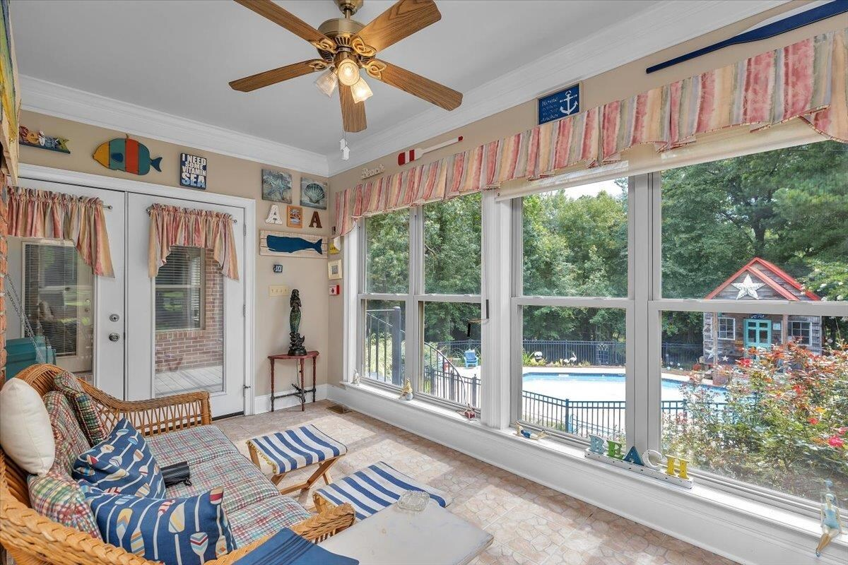 View Slide 60 for listing 9019605