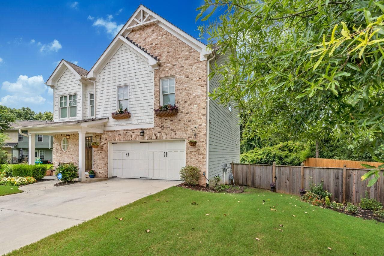 View Slide 2 for listing 9018309