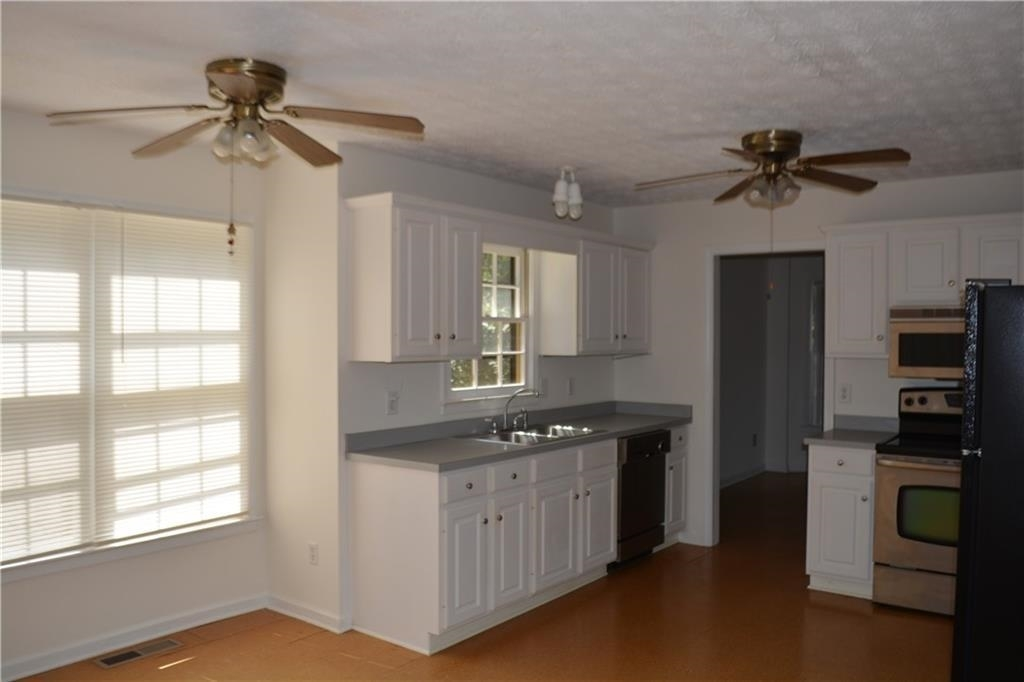 View Slide 12 for listing 8995226
