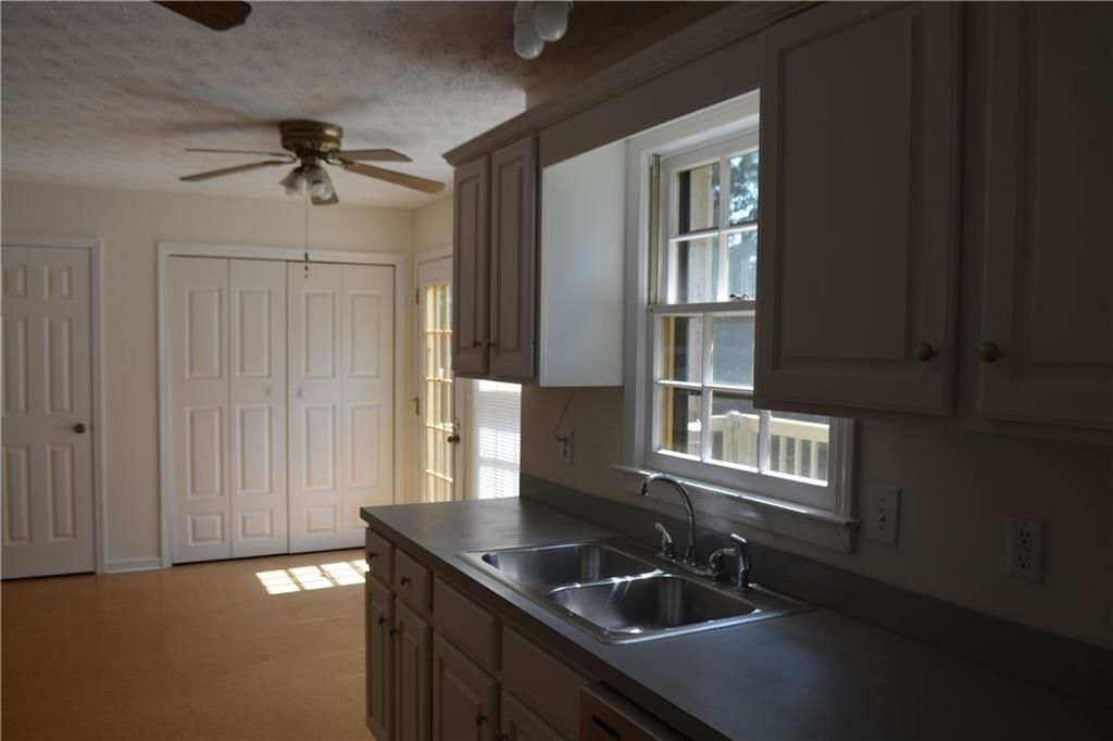 View Slide 13 for listing 8995226