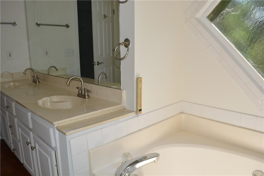 View Slide 20 for listing 8995226
