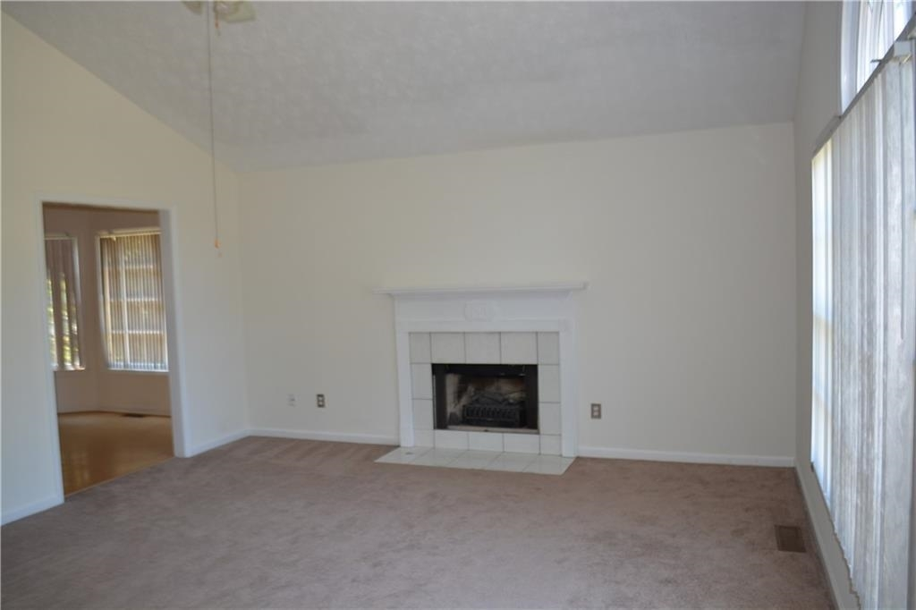 View Slide 4 for listing 8995226