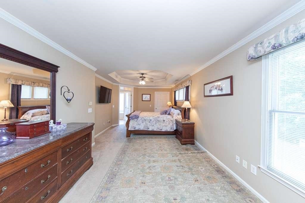 View Slide 18 for listing 8984601